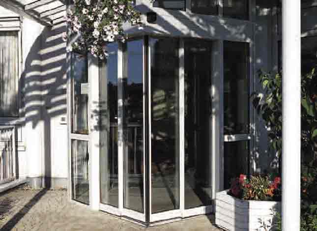 Winkelschiebetüren erlauben ausgefallene architektonische Lösungen